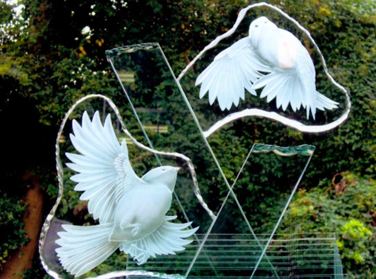 小鳥の戯れのサムネイル