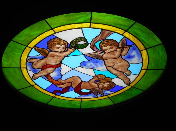 天使のステンドグラスのサムネイル