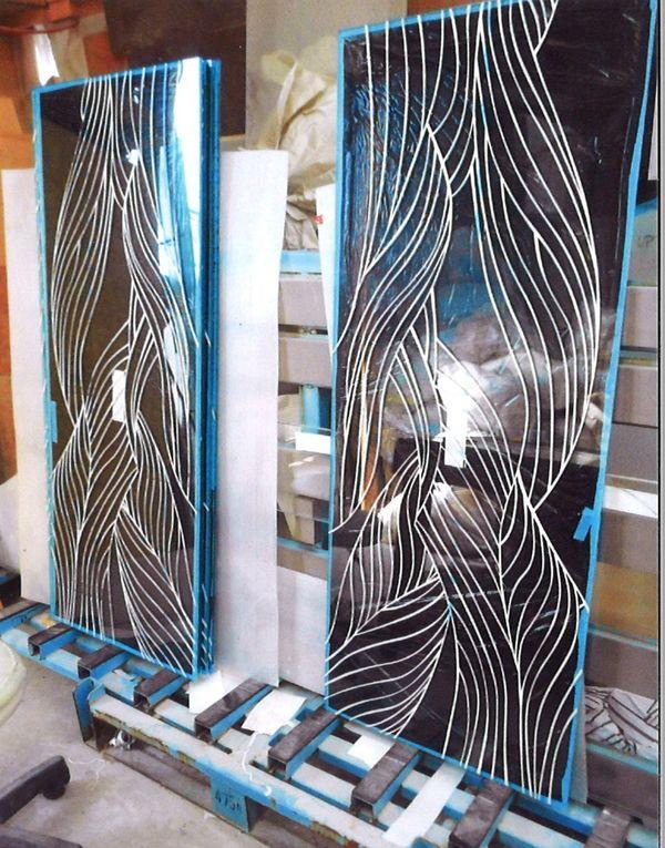 ガラス彫刻の波ライン