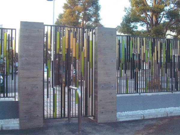 門扉と塀のアート