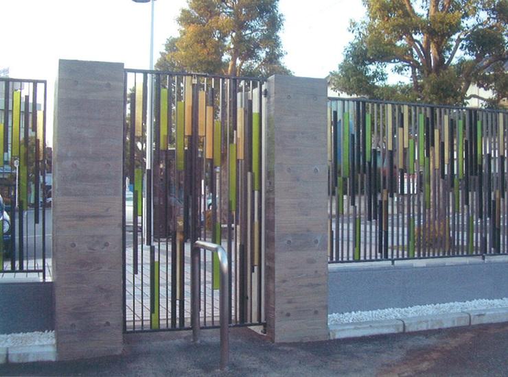 門扉と塀のアートのサムネイル