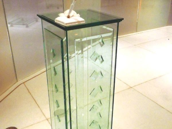 ガラスの聖書台