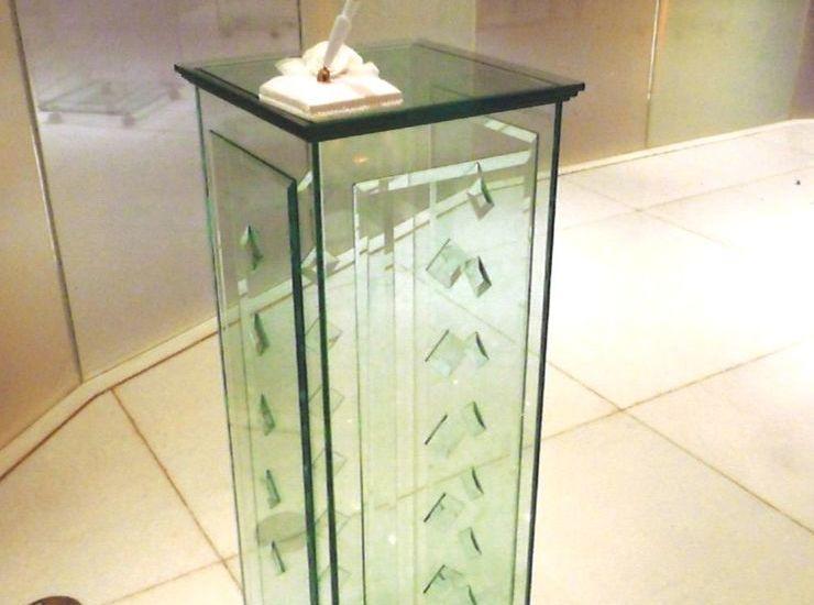 ガラスの聖書台のサムネイル