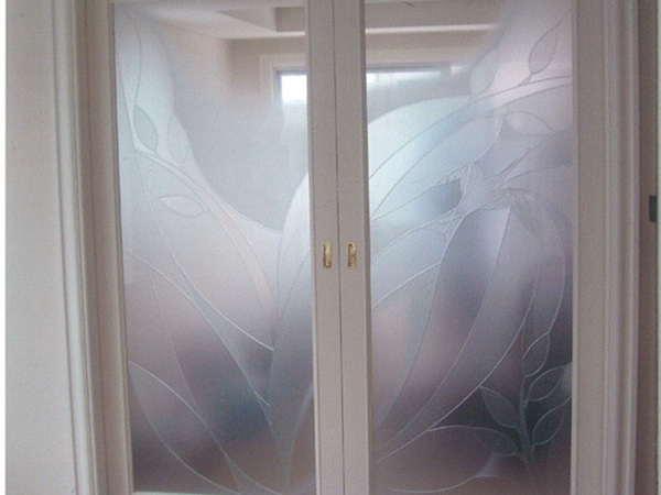 2種類のフロスト加工のリビングドア