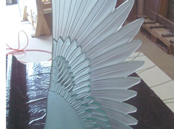 翼のオブジェのサムネイル