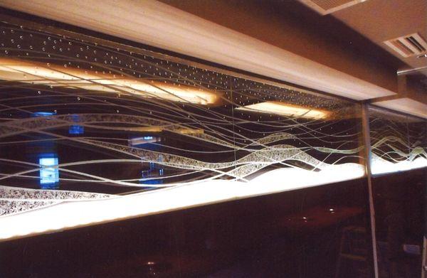 曲線アートエッチングガラス(建築店舗アートエッチングガラス)