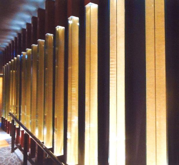 光柱のアートガラス(建築・店舗アートガラス)