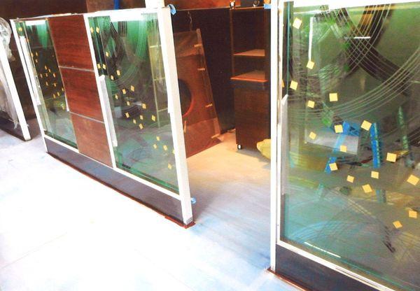 曲線ラインエッチングガラス(建築・店舗アートガラス)