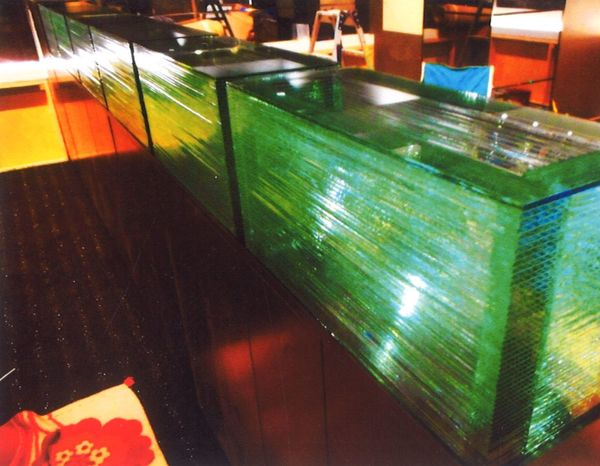 箱型の積層アートガラス(建築・店舗積層ガラス)