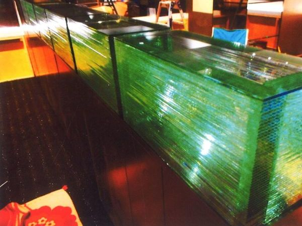 箱型のアートガラス