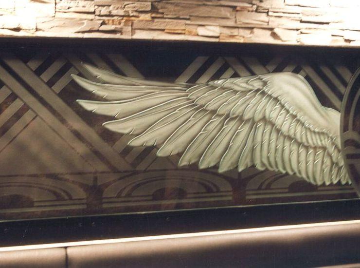 翼の彫刻のサムネイル