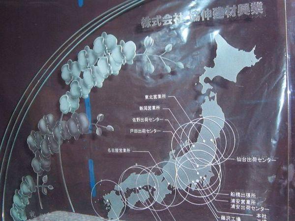 日本地図と蘭の花