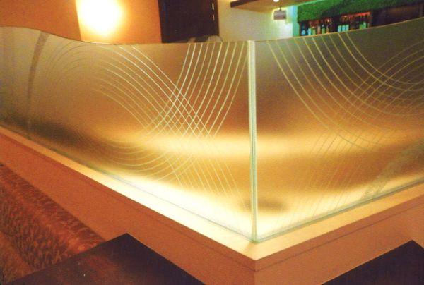 曲線幾何学エッチングガラス (店舗アートガラス)