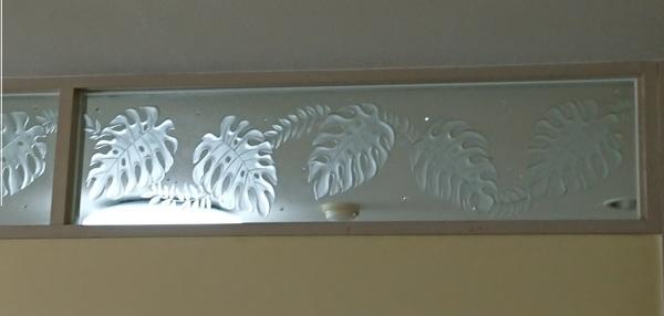 間仕切りエッチングガラス(住宅ハワイアンアートガラス)