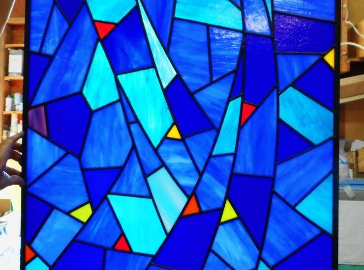 青のステンドグラスのサムネイル