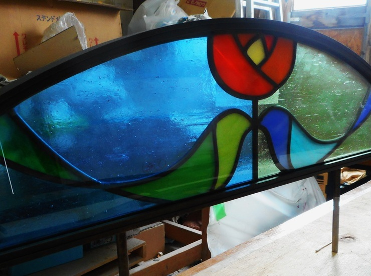 墓苑のステンドグラスのサムネイル