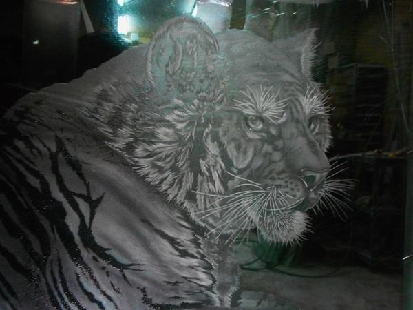 トラの硝子彫刻 (虎エッチングガラス彫刻)
